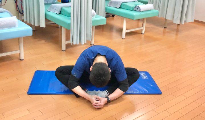 腰部のストレッチ腰背部のストレッチ