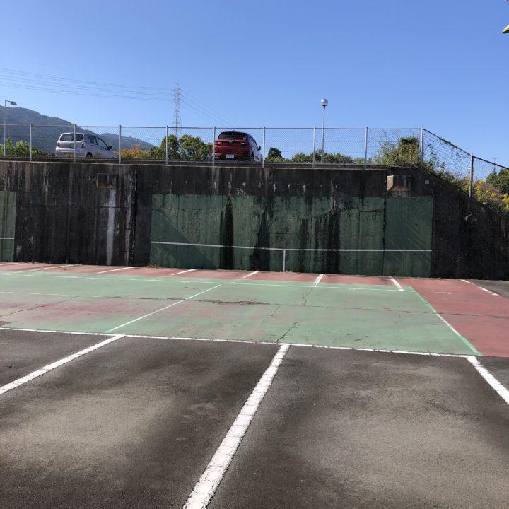 テニスコートが駐車場に